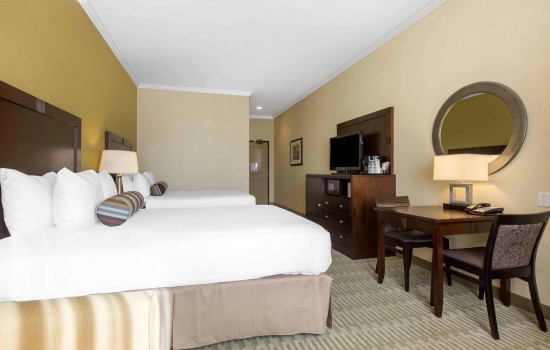 Welcome To The Oaks Hotel & Suites - 2 Queen Beds