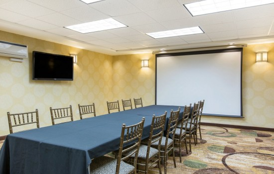 Welcome To The Oaks Hotel & Suites - Meeting Room