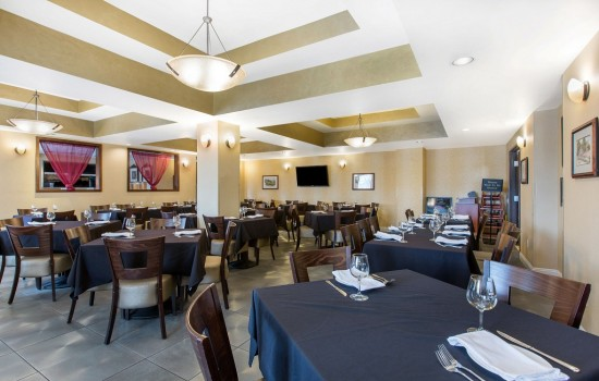 Welcome To The Oaks Hotel & Suites - Restaurant Seating