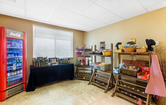 Welcome To The Oaks Hotel & Suites - Vending Area & Gifts